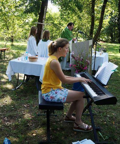 Gottesdienst mit Pfarrer Klaus Hausmann und Sängerin Elena Weich.