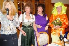 Doris dankte Marianne, Maria und Edith für den humorvollen Auftritt