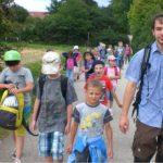 Mit 24 Kindern ging Förster Bernhard Raschka über Stock und Stein.