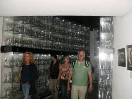 Gläser so weit das Auge reicht (Brauerei Abensberg)