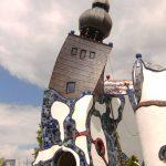 Ein echter Hingucker: Der Turm in Abensberg v. F. Hundertwasser