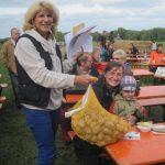 Doris Schleicher - alle Fragen des Kartoffel-Quiz beantwortet – dafür gab es einen Sack Kartoffel!