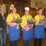 Für den unterhaltsamen Auftritt gab es Blumen und ein Danke von Doris Schmidt