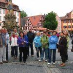 Die Besuchergruppe aus Viehberg auf dem Schwabacher Marktplatz