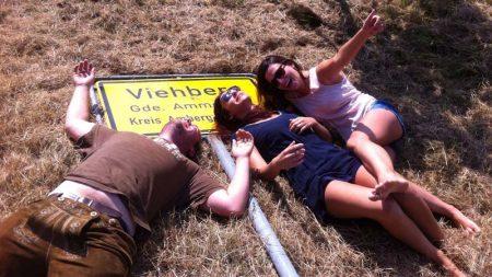 Ortsschild von Viehberg nach dem Dorffest 2016